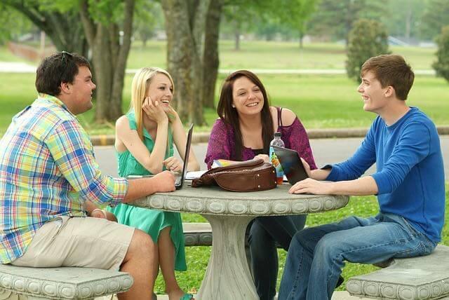 étudiants table parc