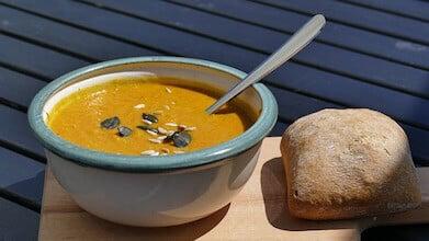 soupe velouté légumes pain bol