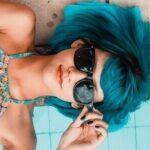lunettes soleil fille cheveux bleus