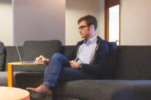 etudiant macbook entrepreneur